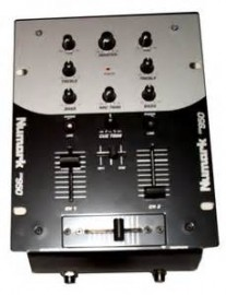 table de mixage numark dm950