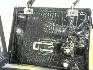 Sac à main guess marron croco